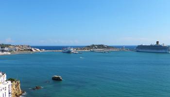 Die Costa Luminosa im Hafen von Ibiza © Melanie Kiel