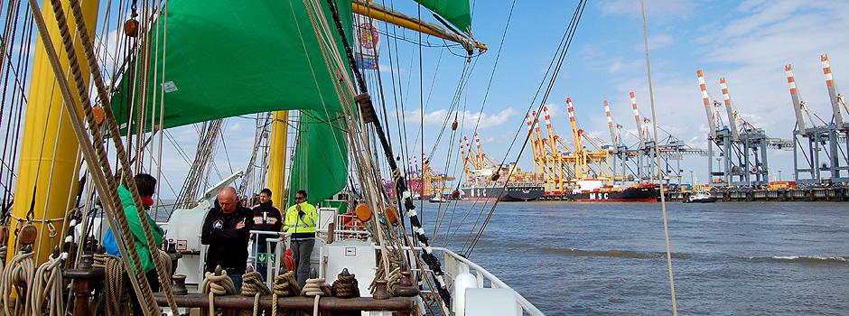 Die Alexander von Humboldt auf der Außenweser bei Bremerhaven © Melanie Kiel