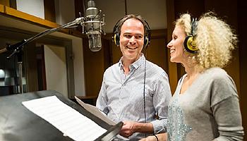 Sabrina Weckerlin und Thomas Borchert im Studio © TUI Cruises