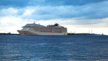 Die MSC Splendida unterwegs auf der Elbe © Melanie Kiel