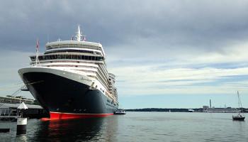 Die Queen Elizabeth am Ostseekai in Kiel © Melanie Kiel
