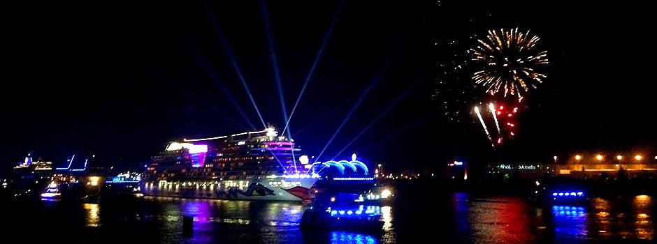 Die AIDAbella bei der Cruise Days Parade 2015 © Melanie Kiel