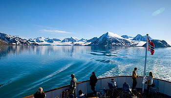 Im Jubiläumsjahr haben Gäste an Bord der Nordstjernen die Möglichkeit, den arktischen Lebensraum weit nördlich des Polarkreises in 6 oder 15 Tagen zu erkunden © Trym Ivar Bergsmo