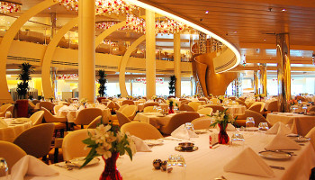 Das Hauptrestaurant The Dining Room erstreckt sich über zwei Decks © Melanie Kiel