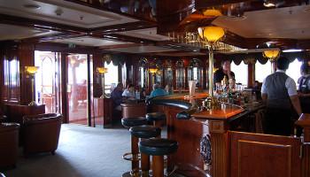 Gemütlich und urig - die Bar zum Alten Fritz auf dem Kommodore-Deck© Melanie Kiel