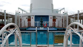 Der Außen-Pool auf dem Lido-Deck © Melanie Kiel