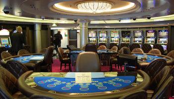 Das Casino auf Deck 6 ist angenehm überschaubar © Melanie Kiel