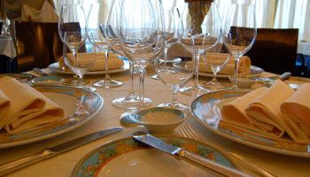Im Restaurant Toscana speisen Gäste von Versace gestaltetem Rosenthal-Porzellan © Melanie Kiel