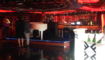Die Piano-Bar Camelot auf Deck 5 © Melanie Kiel