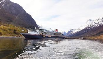 Fred. Olsen Cruise Lines Balmoral dockt in Olden Norwegen © Fred. Olsen Cruise Lines
