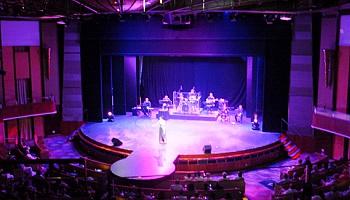 Das Celebrity Theater erstreckt sich über die Decks 4 und 5 © Melanie Kiel