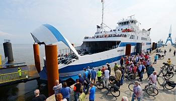 """Ab sofort ist das Elbe-Fährschiff """"Grete"""" wieder zwischen Cuxhaven und Brunsbüttel mehrmals täglich unterwegs © Nordseeheilbad Cuxhaven"""