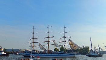 Das russische 3-Mast-Vollschiff Mir gehört mit einer Länge von 109 Metern zu den größten Windjammern der Welt © Melanie Kiel