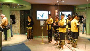 Balinesische Begrüßung am Eingang des Aurea SPAs © Melanie Kiel