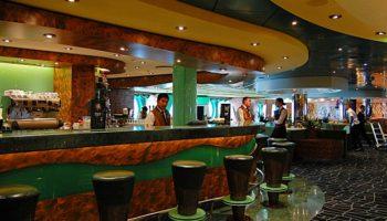Schöner Platz für ein Bier oder einen Cocktail: Die Le Vele Bar © Melanie Kiel