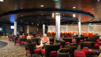 Schickes Design und Clubatmosphäre - die Bliss Ultra Lounge ist einer der schönsten Plätze an Bord zum Tanzen und Schauen © Melanie Kiel