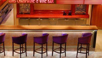 Champagner gefällig? Eine Reminiszenz ans Art-Deco findet man in der Magnum's Champagne & Wine Bar © Melanie Kiel