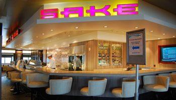 Sake und Importbiere gibt's in der Sake Bar auf Deck 7. Sushi-Spezialitäten genießt man im asiatischen Restaurant Jasmine Garden direkt nebenan © Melanie Kiel