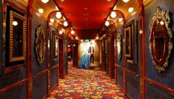Der Übergang zum Stardust Theater ist farbenfroh und gediegen zugleich © Melanie Kiel