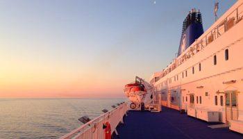 Blick über Deck 9 mit den Rettungsbooten an Back- und Steuerbord © Melanie Kiel