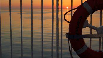 Sonnenuntergang über der unglaublich ruhigen Nordsee © Melanie Kiel