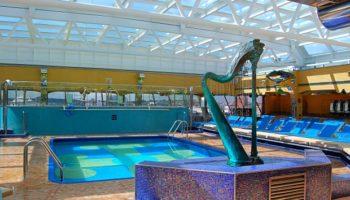 Auch über dem Pool Ipanema lässt sich ein Glasdach öffnen und schließen © Melanie Kiel