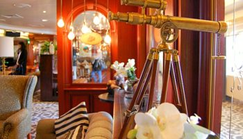 Der Taverner's Pub auf Deck 7 ist urig und gediegen zugleich © Melanie Kiel