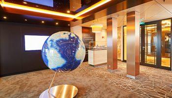 Die Cruisesales Lounge auf der Europa 2 © Hapag-Lloyd-Cruises / Christian Wyrwa