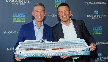 Elvis Duran und Andy Stuart, President und CEO von Norwegian Cruise Line © NCL Corporation Ltd.