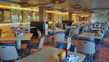 Frühstück, Mittag- und Abendessen vom Büfett gibt's im Garden Café auf Deck 15. Das Café ist nahezu immer gut besucht © Melanie Kiel