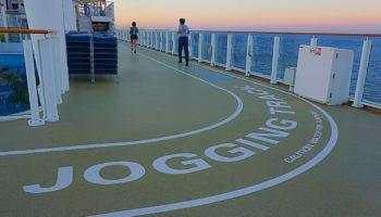 Wer gerne für sich seine Runden dreht, kann dies auf dem Jogging Track auf Deck 16 © Melanie Kiel
