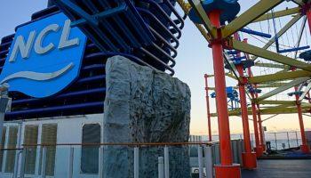 Über drei Decks erstreckt sich der Sportkomplex. Von Kletterwand über Minigolf bis hin zum Basketball-Feld reichen die Sportmöglichkeiten an Bord © Melanie Kiel