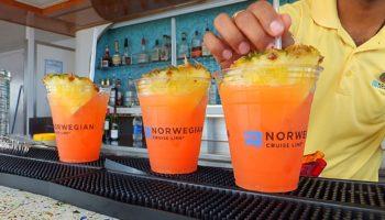 In Zukunft ohne Plastikstrohhalme: Cocktails an Bord von Norwegian Cruise Line © Melanie Kiel