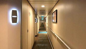 Die Norwegian Breakaway war das erste Schiff der Flotte, das sich im neuen Cappuccino-Style zeigt - so auch in den Kabinengängen © Melanie Kiel