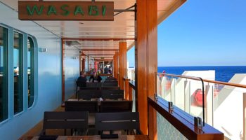 Sushi, Sashimi und weitere japanische Spezialitäten bietet das japanische Restaurant Wasabi mit einem Innenbereich sowie einem Außenbereich an der Waterfront © Melanie Kiel