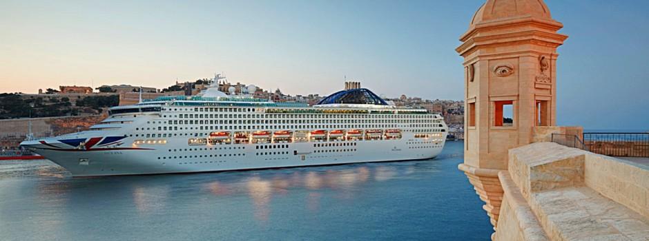 Auch die Oceana steuert kleinere Häfen an © P&O Cruises