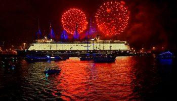 Neue Mein Schiff 1 Von Tui Cruises Im Hamburger Hafen