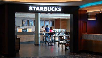 Neuerung auf der Norwegian Bliss ist das Starbucks Café. Vom Chai Latte bis zum Caramel Macchiato ist hier alles an Starbucksspezialitäten zu haben © Melanie Kiel