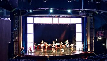 """Ob in Soul, Folk und Rock 'n' Roll in der Show """"Soul Rockin' Nights"""" oder magische Momente bei der NCL Produktion """"ELEMENTS"""" - im Stardust Theater weht stets ein Hauch von Broadway © Melanie Kiel"""