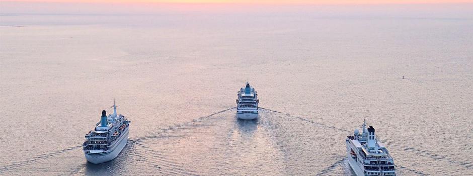 MS Amadea, MS Deutschland, MS Artania und MS Albatros vor Bremerhaven © Melanie Kiel