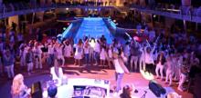 Endless Entertainment auf dem Pooldeck der Mein Schiff 5 ©Tom Kohler