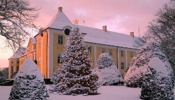 Dänemarks größter Weihnachtsmarkt findet im historischen Rokokoschloss Gavnø in Næstved statt. Dieses Jahr präsentieren über 150 Aussteller ihre Produkte in der weihnachtlich-stimmungsvollen Atmosphäre. © Scandlines