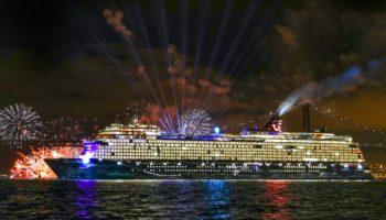 Mega-Feuerwerk zur Taufe der neuen Mein Schiff 2 © TUI Cruises