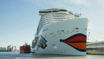 Mit AIDAnova wird erstmals ein Kreuzfahrtschiff im Mittelmeer mit LNG betankt © AIDA Cruises