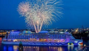 AIDAperla beim Hamburger Hafengeburtstag © AIDA Cruises
