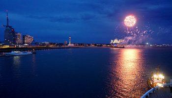 Feuerwerk über Bremerhaven zur Taufe der Vasco da Gama © Melanie Kiel