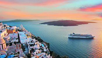 Die Norwegian Jade vor Santorin © Norwegian Cruise Line