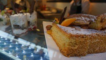 In den Cafés an Bord der Vasco da Gama gibt es neben Kaffeevariationen viele Leckereien © Melanie Kiel