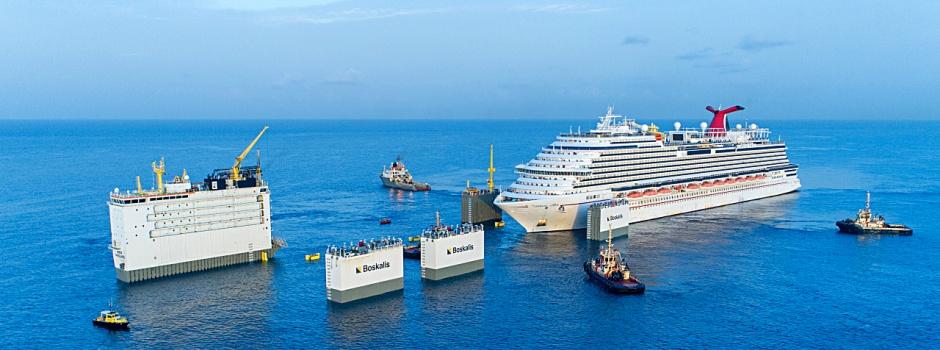 Die Carnival Vista wird vor der Boka Vanguard positioniert © Carnival Cruise Line