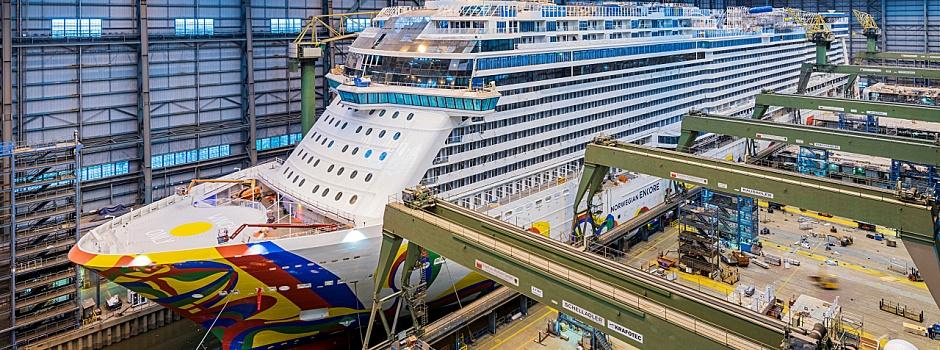 Die Norwegian Encore im Baudock der © Meyer Werft